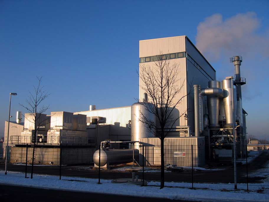 Heizkraftwerk zur Erzeugung von Strom und Wärme in einer Kleinstadt