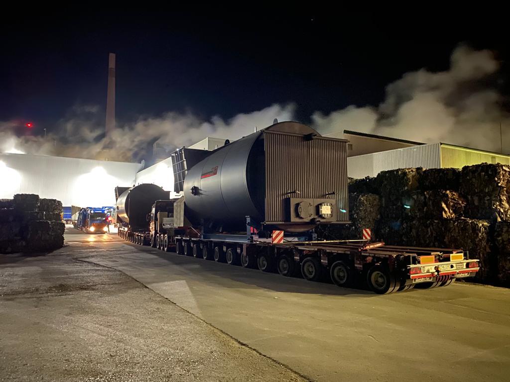 105 Tonnen schwer Dampfkessel-Riesen auf Fahrt von Köthen nach Baden-Württemberg